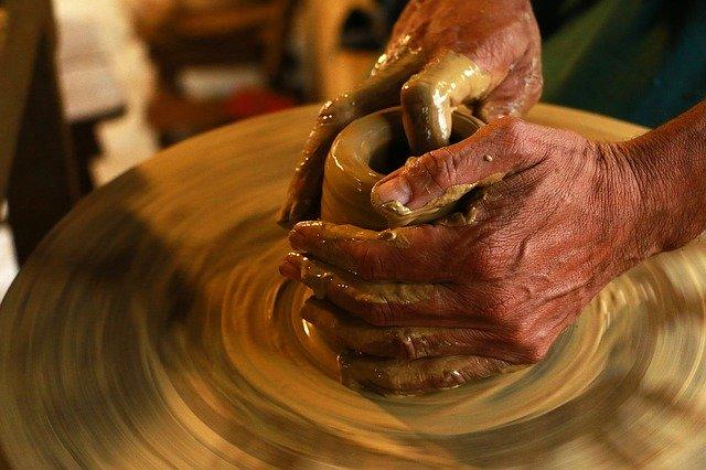 hands-1283146_640